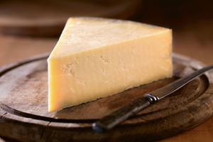 Montgomery''s Cheddar Small Wedge
